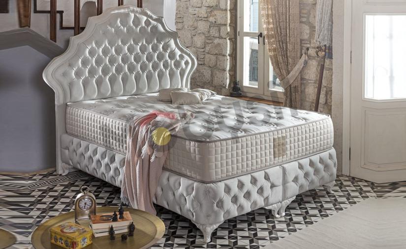 SMALL NAFTALI BED